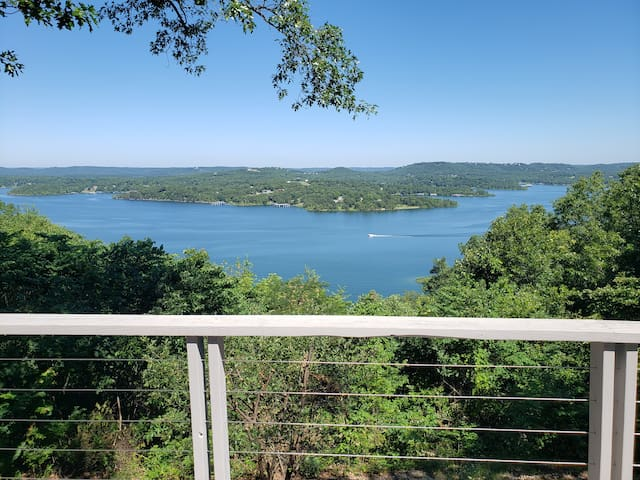Kimberling Cottage: Epic Lake Views! (Sleeps 6-9)
