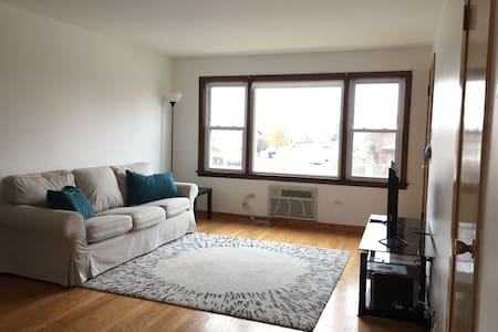 Cute 2 Bed 1 Bath Condo W Parking - Oak Lawn - Condominium