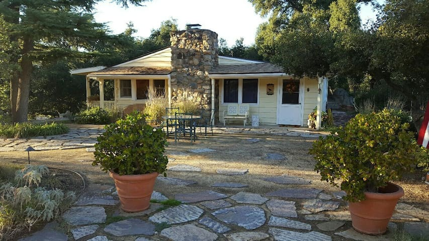 Charming  2 Bedroom Ranch House that sleeps 4 - Lake Elsinore - House
