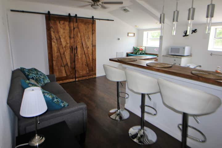 Modern And Luxurious New Apt In Heart Of Lakeland