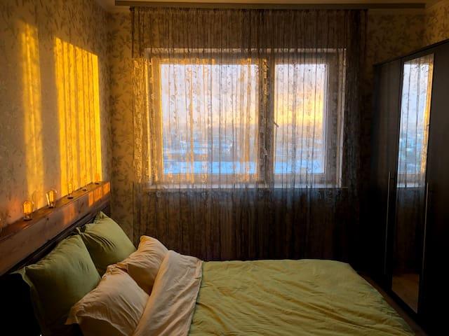 Двухспальная кровать шириной 1 метр 40 см