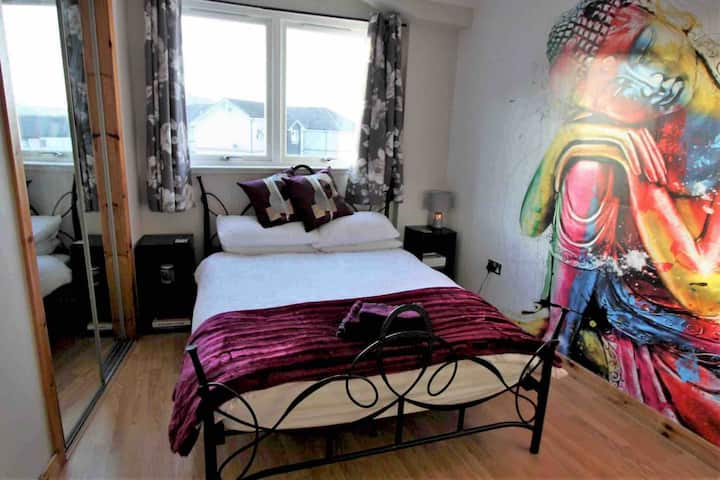 Moorings View -  (near City centre & free parking)