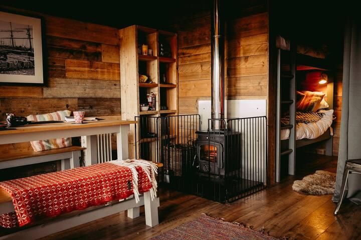 Llechwedd Glamping - Safari Tent 3