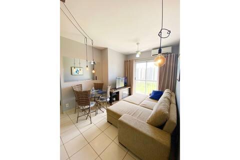 Appartement de deux chambres, à côté de Ribeirão Shopping. Wifi et climatisation.