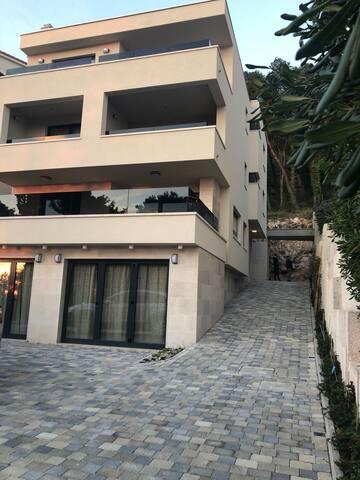 Villa Reana App2.