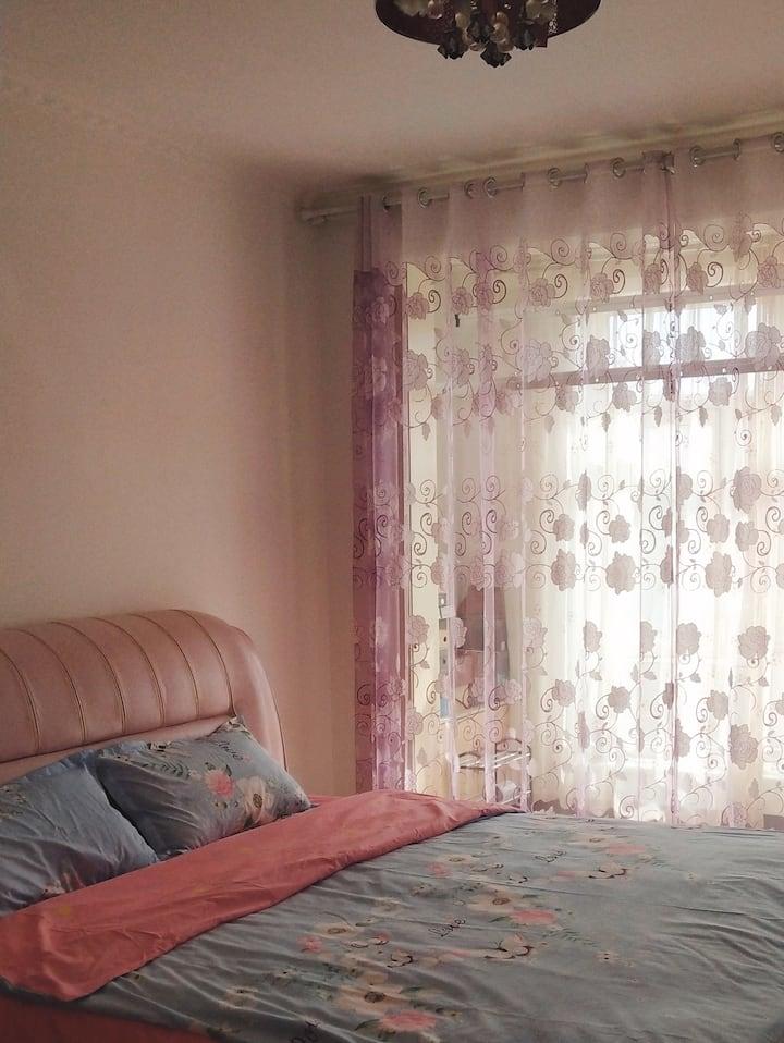 额济纳旗胡杨林畔三室两厅