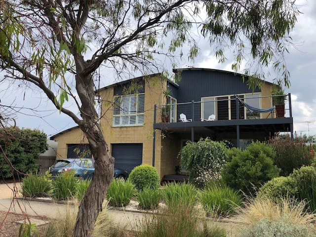 Timeless Tides - Torquay home with outdoor spa