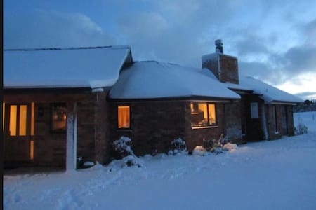 Ski holiday? Yet close to city. Safe quiet farmlet
