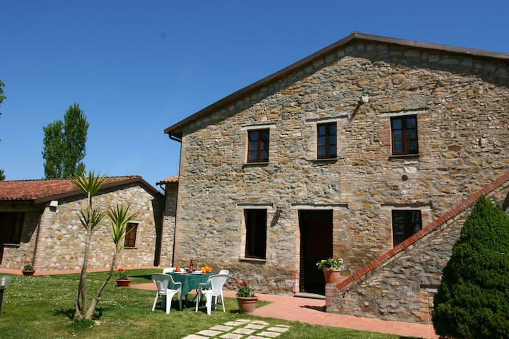 Quaint Cottage in Magione with Swimming Pool