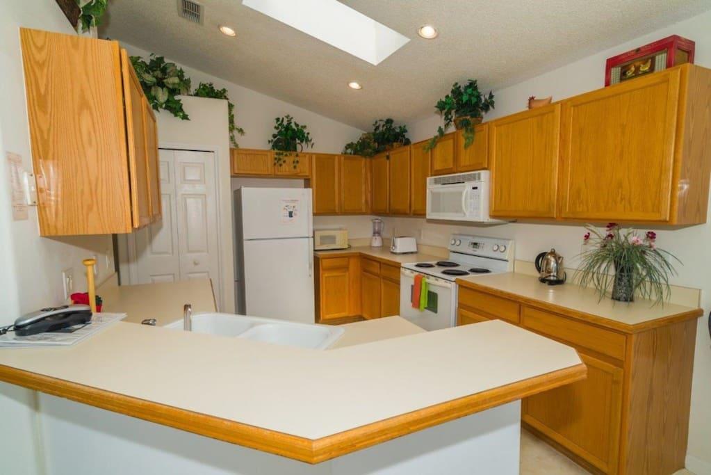 Indoors,Kitchen,Room,Flower Arrangement,Vase