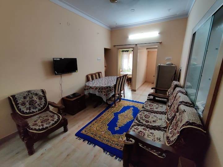 Furnished 2BHK with Kitchen & Wifi  @ First floor