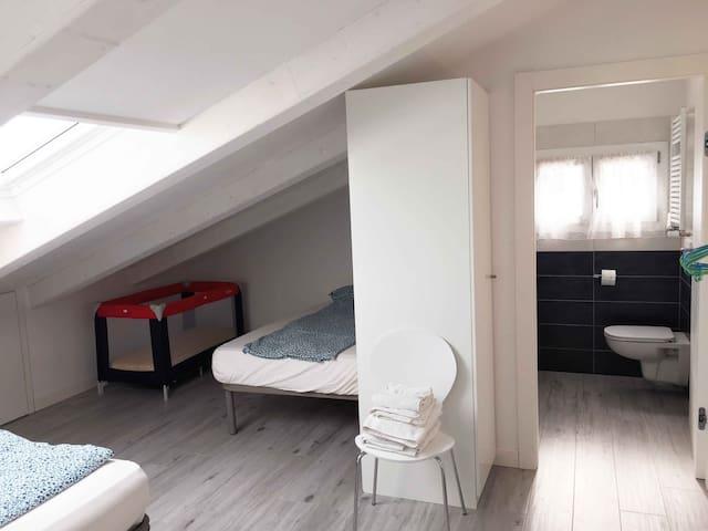 Vierbettzimmer mit eigenem Bedezimmer n.01.