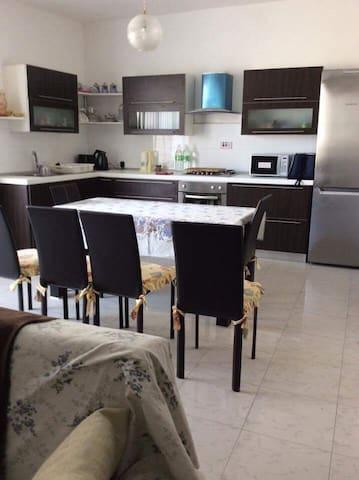 3 bd Spacious Modern Apartment near the sea
