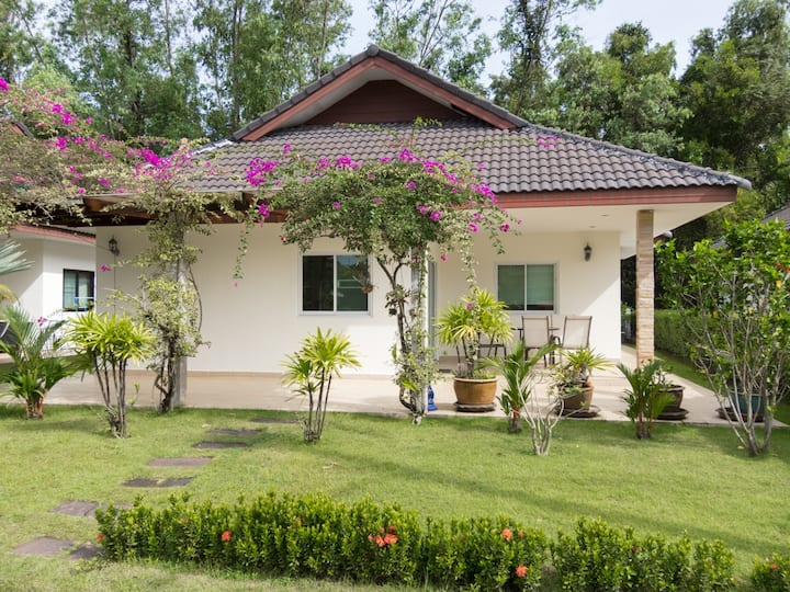 2 bed 2 bath house for rent in Laem Mae Phim