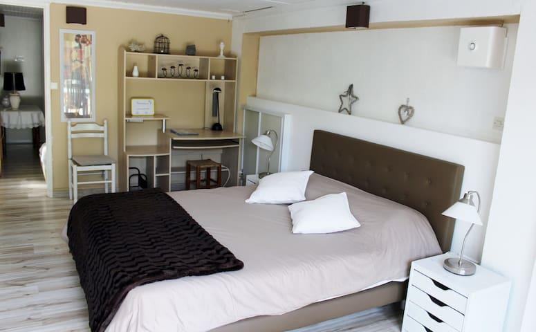 Charmant T2 de 48 m², patio extèrieur , piscine - Villelaure - Vila