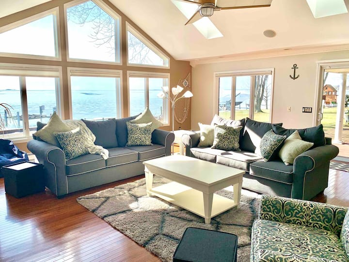 Beautiful home on Lake St Clair!
