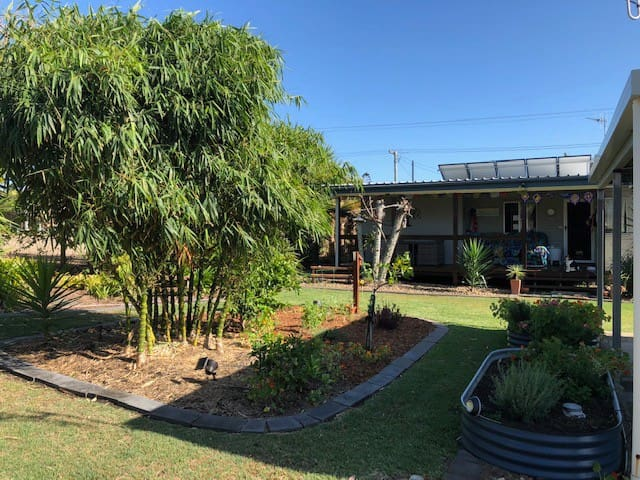 Bingera Beach House * PET FRIENDLY * WiFi * FOXTEL