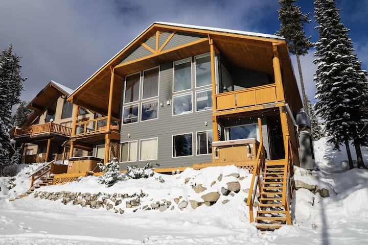 Cozy Cabin Condo in Lower Snowpines