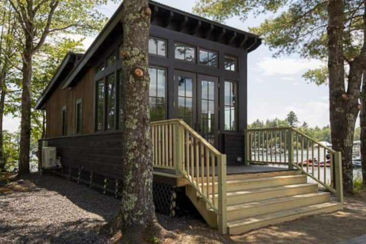 Point Sebago Resort - Designer Cottage-Salt Box