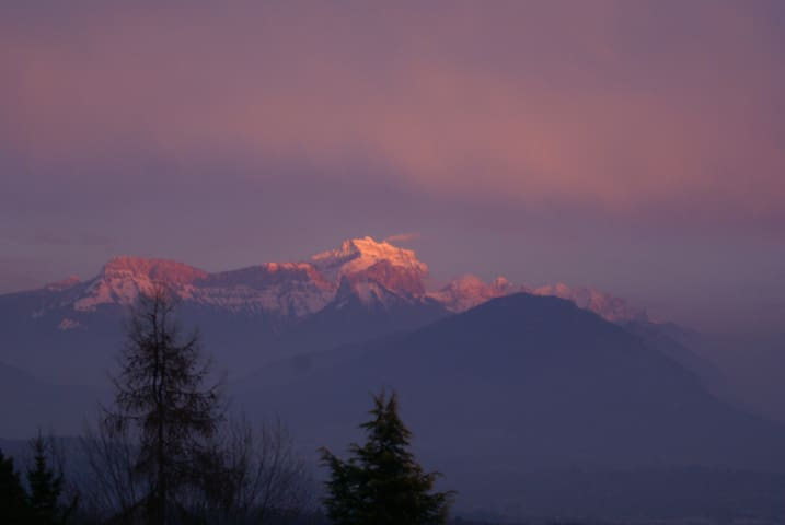 Studio calme au vert 10' Annecy vue panoramique