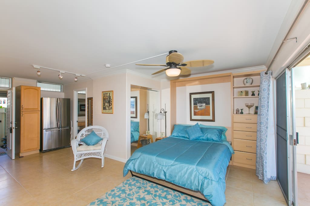 Murphy bed can be raised for more space