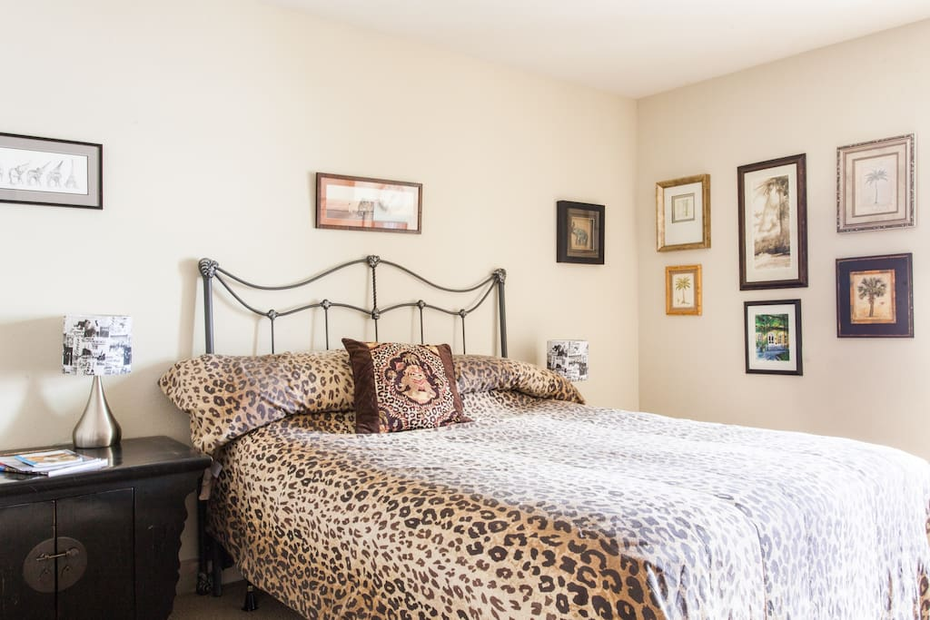 private bedroom suite very comfortable queen size bed, fully furnished, fully equipped.