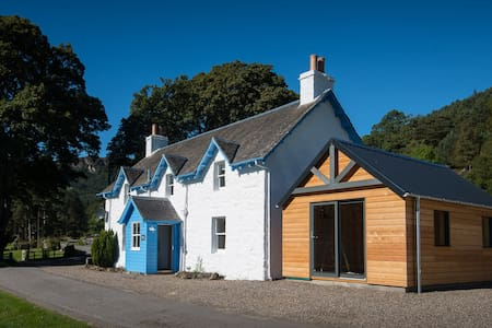 Keeper's Cottage - Award Winning Accommodation