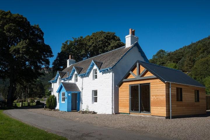 Keeper's Cottage - Award Winning Accommodation