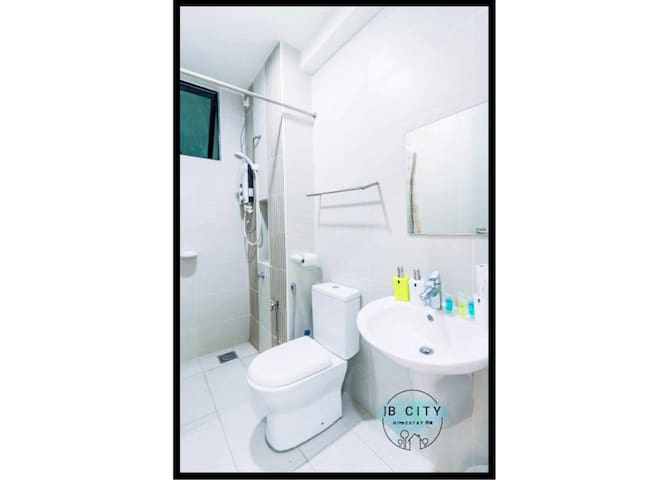 Sky Loft AEON (6pax) WIFI  B13 @ JB City Home