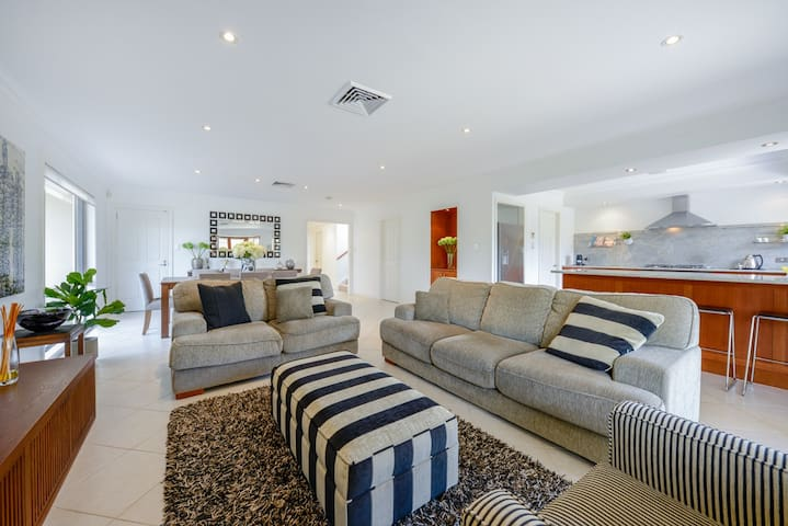 Luxurious 3 Bed Family Home Sans Souci