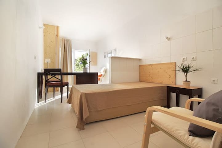 Spacious suite near historic centre (3)
