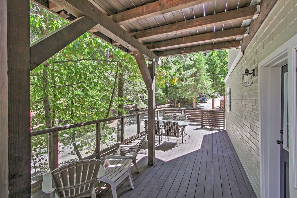 Grant yourself the ultimate California retreat with this immaculate Lake Arrowhead vacation rental cabin!