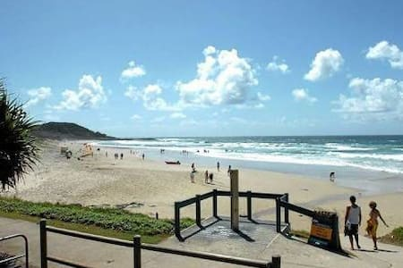 Beatnik apartment by the beach - East Ballina