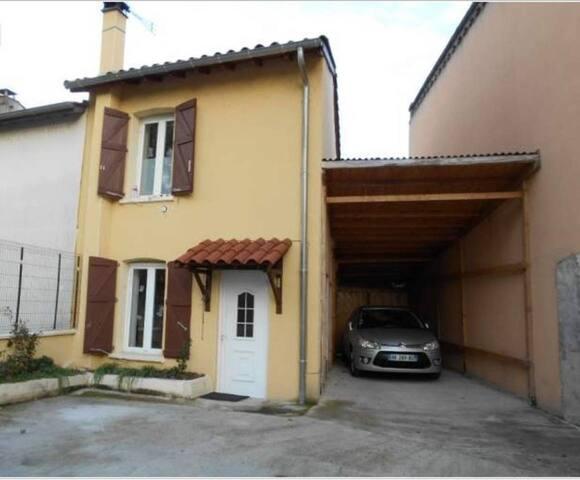 chambre individuelle dans petite maison atypique - Andrézieux-Bouthéon