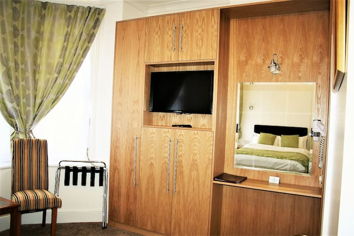 Hotel Family Room with B/Fast, Ilfracombe Hotel
