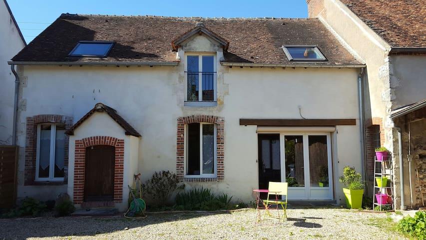 Agréable maison de centre ville - Briare - บ้าน