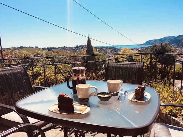 Have your breakfast or evening bbq overlooking the sea and green rolling hills of Nelson City.