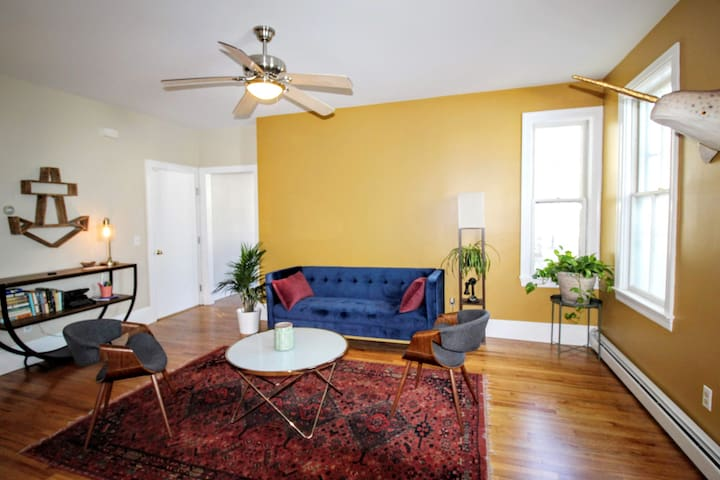 Fantastic West Side Pvd two bedroom apartment!