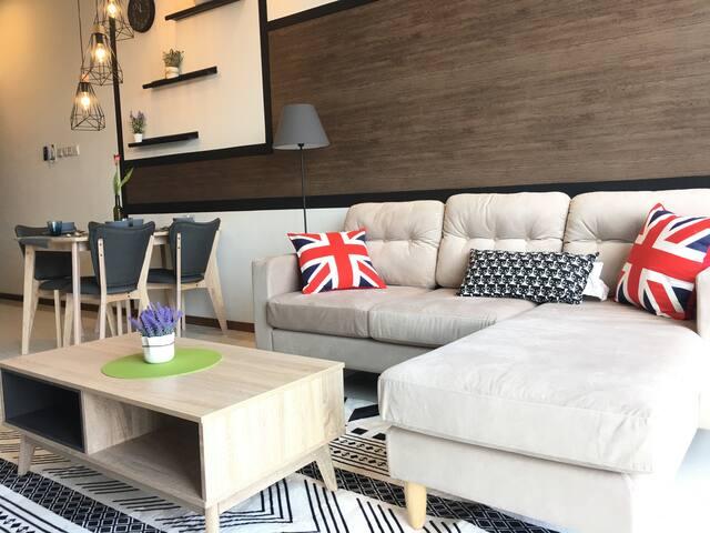2 Bedroom Cozy Crescent Bay Suites, 7 mins to CIQ