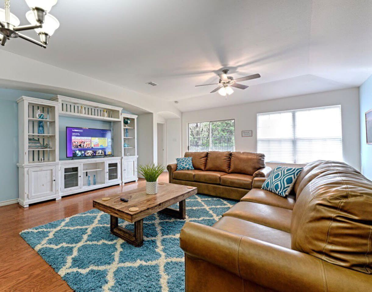 """Expansive living room has 55"""" 4K TV with Cable and Netflix!"""