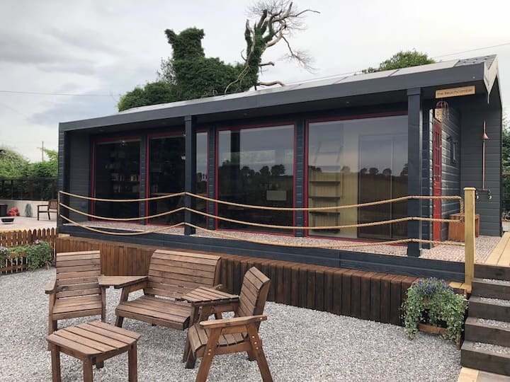Gorestown Glamping Chalets, Moy 2 bed Beachcomber