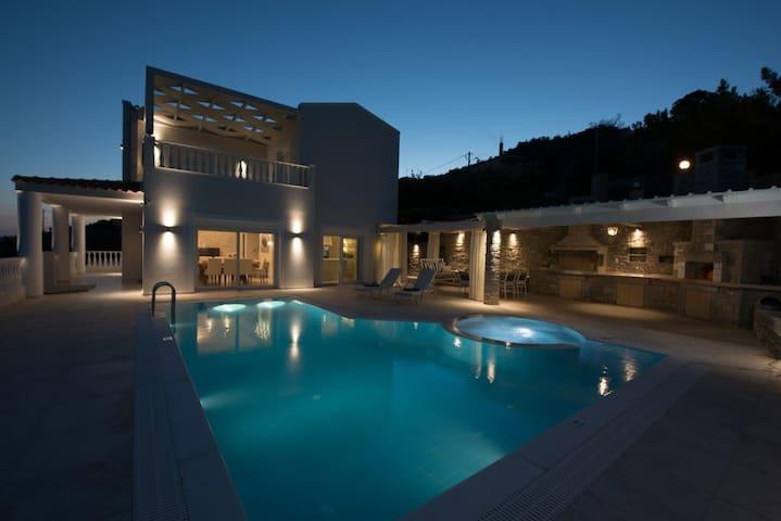 Luxury Villa Ariadne, stunning view, close to sea
