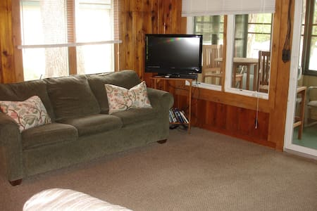 Cozy Cabin On The Lake - Bellaire - Cabin - 2
