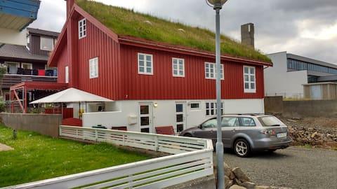 Twin/double B & B, center of Torshavn, Room No. 1