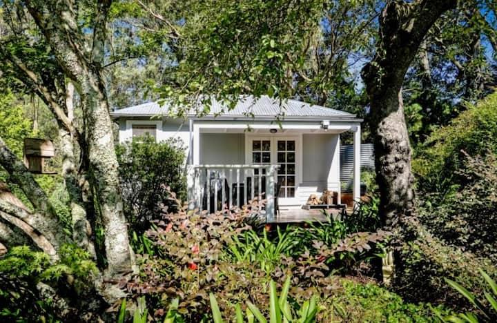 Historic Corinda Cottage, quaint and inviting.