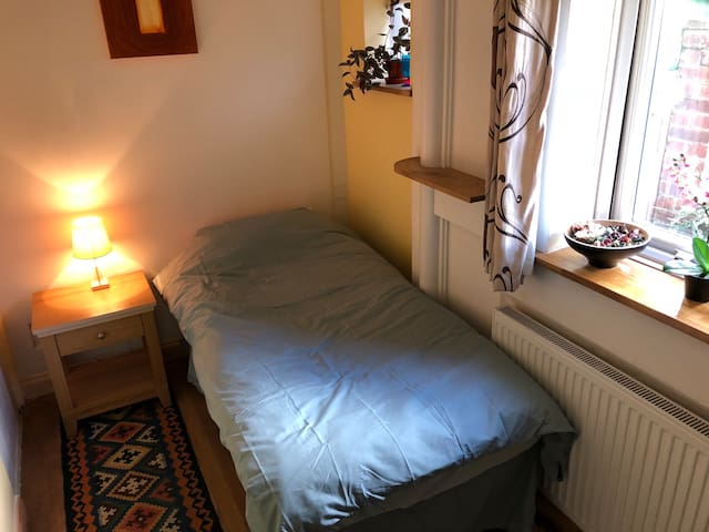 Lovely clean, quiet room in Hemel Hempstead
