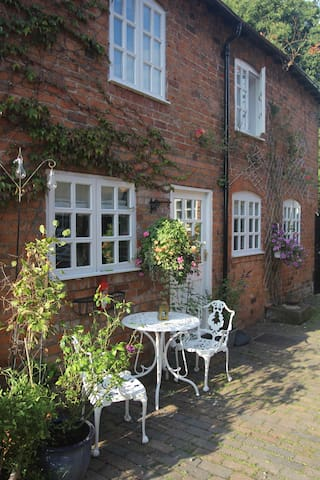 Delightful 2 bedroom cottage in a rural location