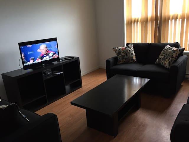 Grand logement 7 pièces très propre - Matane - Apartament