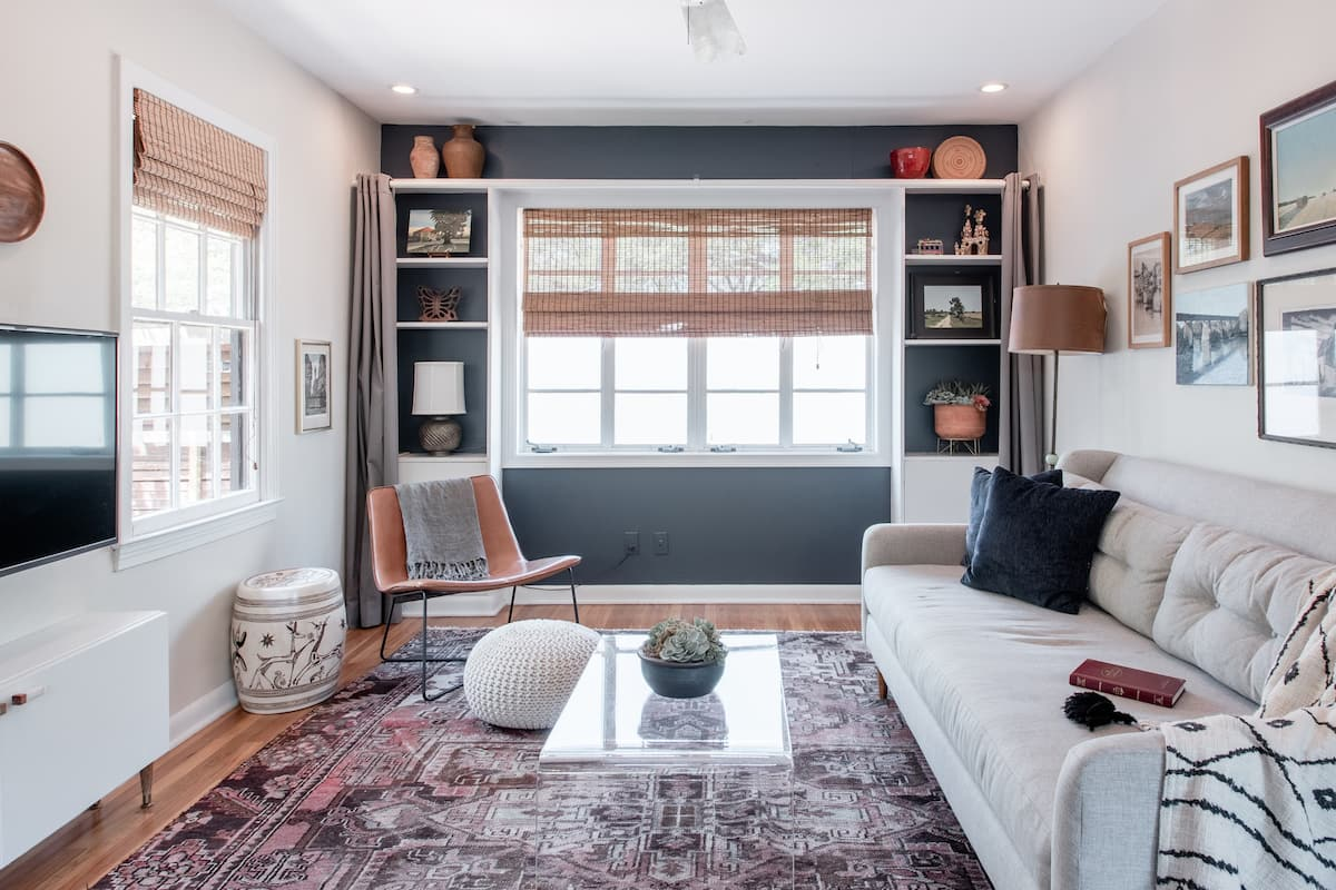Walk to Zilker Park From a Light and Airy Bungalow