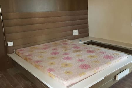 Riverside Lavish Apt.-Comfy Room - Surat
